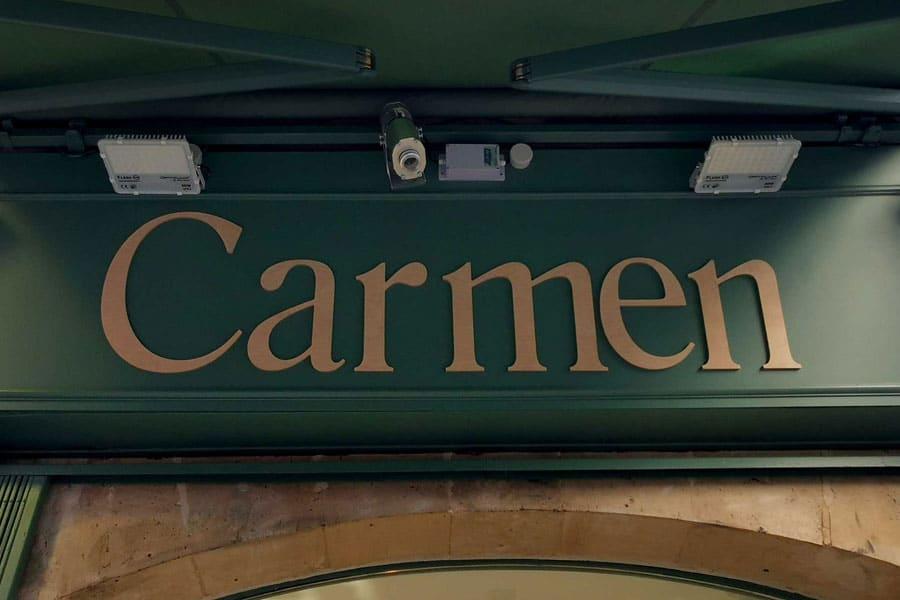 Carmen Paris - Enseigne en bois